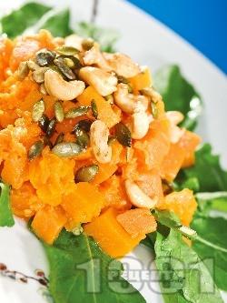 Есенна салата от тиква, рукола и ядки - снимка на рецептата